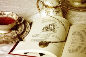 alice-in-wonderland-book-cup-read-Favim_com-614866